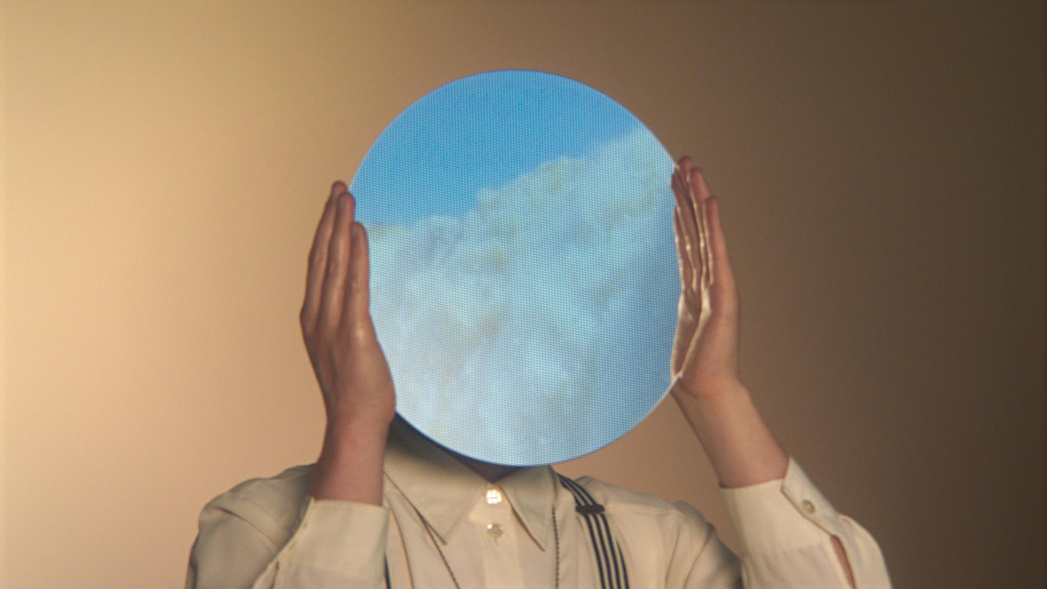 Spiegel |Himmel | Mann | Hände